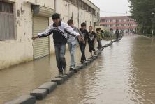 students-flood-