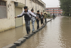 students-flood-